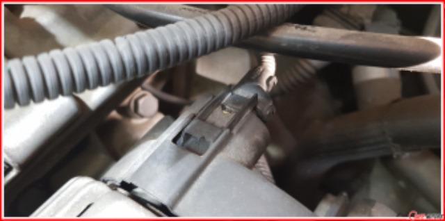 BMW_E60_520i_발전기교환__고정클립손상.jpg